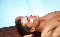 Меланомът се развива в незащитените и уязвими от слънчевите лъчи зони на тялото
