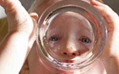 Знаете ли каква вода обича да пие вашето дете?