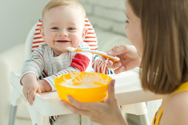 Хранене на бебе