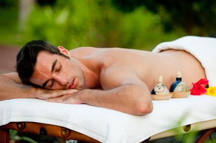 Заедно с така желания тен слънцето изсушава кожата и влошава някои кожни болести