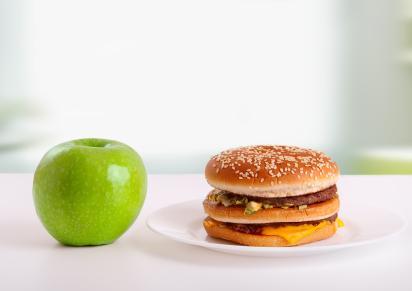 Ябълка срещу хамбургер