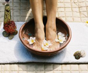"""<a href=""""/novini/banya-sas-soda-sreshtu-mirizlivi-kraka"""">Баня със сода срещу миризливи крака</a>"""